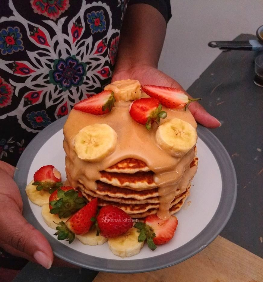 Pancakes with Peanut Butter Sauce_Sheenas Kitchen_hands